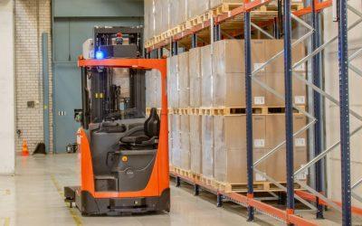 Las carretillas retráctiles automatizadas de iones de litio mejoran la eficiencia en Uponor